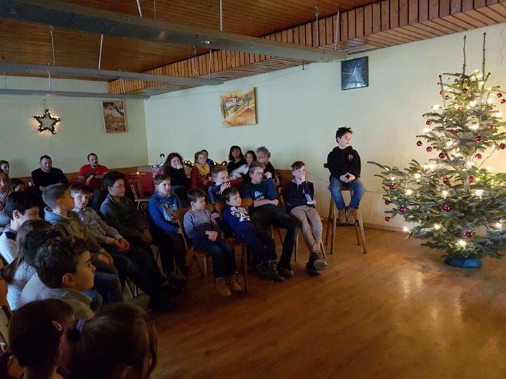 Weihnachtsfeier der Minis, männlichen E und D mit Weihnachtsgeschichte, Essen und Geschenken war schön…