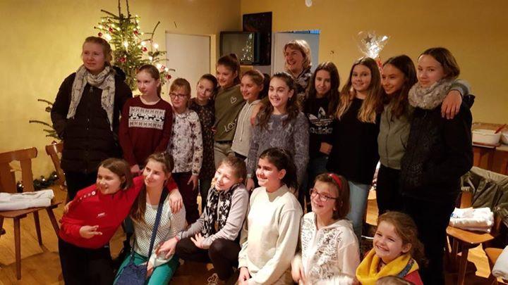 Die Mädels der wE und wD feierten zusammen mit den Eltern im TB Vereinsheim…